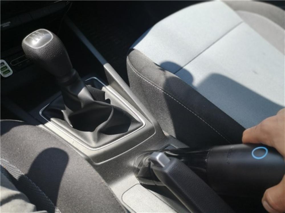 Το έχω χρησιμοποιήσει επίσης στο αυτοκίνητό μου για να καθαρίσω λίγο το εσωτερικό του.