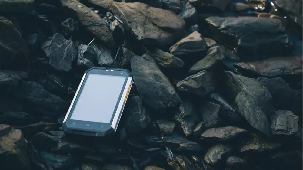 Χρειάζεται ιδιαίτερη προσοχή και έρευνα πριν μπείτε στην διαδικασία να διαλέξετε το Rugged τηλέφωνο που θα σας εξυπηρετήσει καλύτερα. Παρακάτω θα σας παρουσιάζουμε τα 10 καλύτερα ανθεκτικά τηλέφωνα της αγοράς, ώστε να σας βοηθήσουμε στο δύσκολο αυτό έργο.