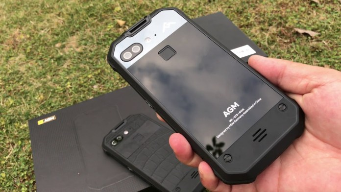 AGM X2, ανθεκτικό τηλέφωνο με διπλή πίσω κάμερα και δακτυλικό αποτύπωμα